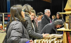 1-au-stand-des-livres-en-breton-de-diwan-euriell-10-ans_3190516_713x434p